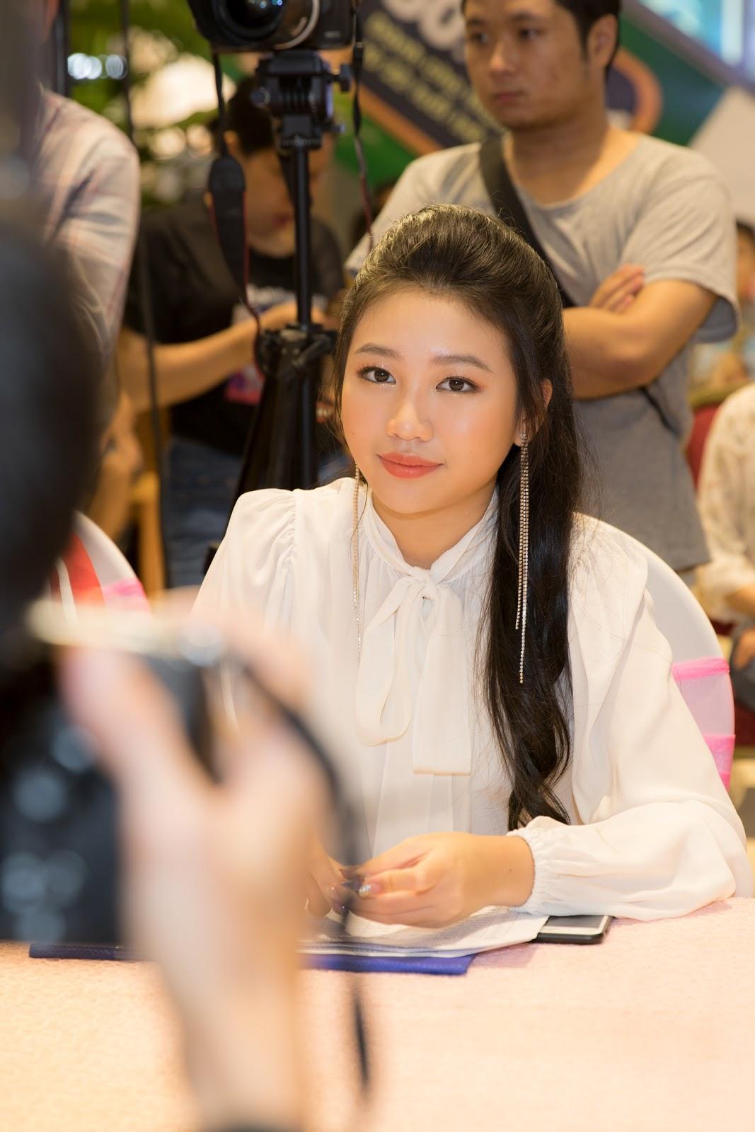 Hoa hậu nhí Ngọc Lan Vy xinh xắn cùng Trịnh Tú Trung hội ngộ thiếu nhi Hà Nội - Hình 2
