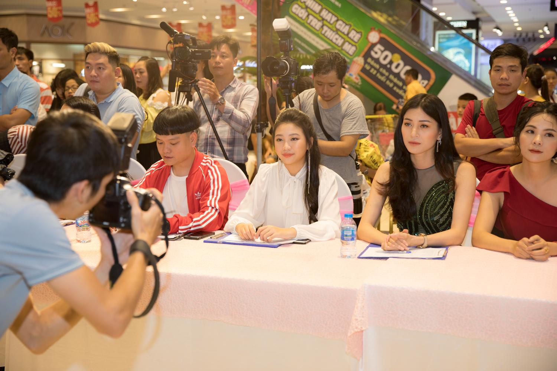 Hoa hậu nhí Ngọc Lan Vy xinh xắn cùng Trịnh Tú Trung hội ngộ thiếu nhi Hà Nội - Hình 3