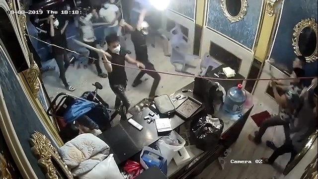 Hỗn chiến kinh hoàng, hàng chục côn đồ đập nát nhà hàng ở trung tâm Sài Gòn - Hình 1