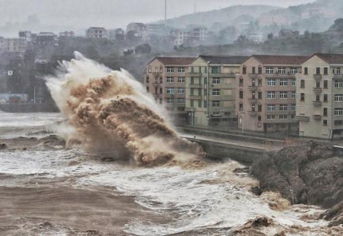 Siêu bão Lekima vào Trung Quốc, ít nhất 18 người thiệt mạng - Hình 1