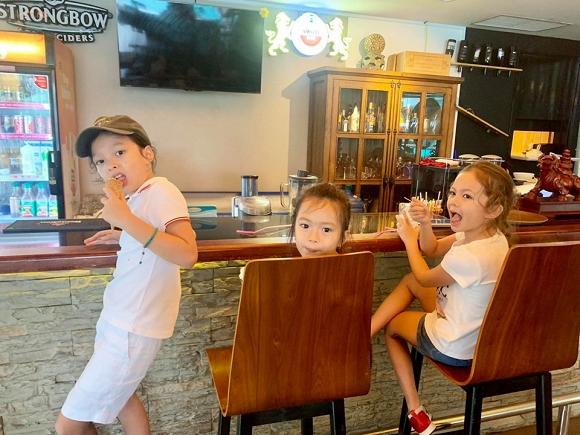 3 nhóc tỳ lai tây của Hồng Nhung và Đoan Trang thân thiết như anh em một nhà - Hình 11