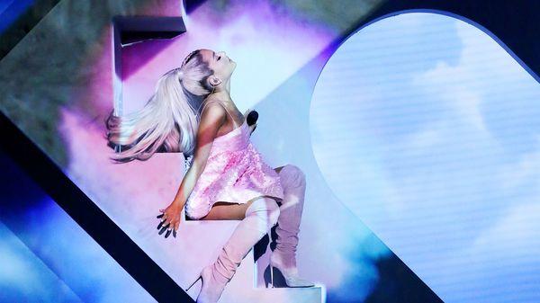 Ariana Grande bất ngờ thay đổi lịch trình Sweetener Tour, huỷ đêm diễn tại Ba Lan vì... bạn trai quá cố Mac Miller? - Hình 4
