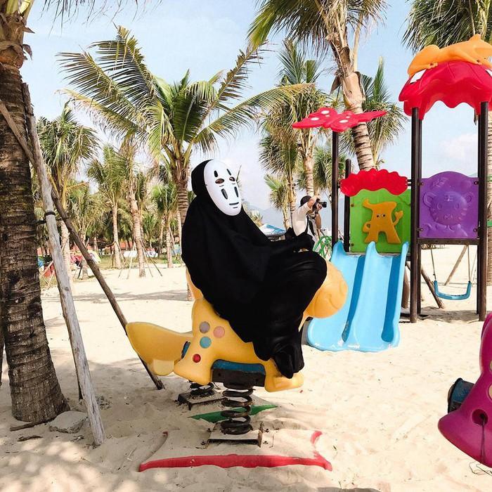 Đà Nẵng: Xuất hiện 'thánh cosplay' đi du lịch với ý tưởng hài hước khó đỡ - Hình 2