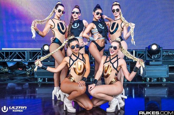 Dàn hoạt náo viên có thân hình gợi cảm, bốc lửa của hội cheerleader Mỹ - Hình 7