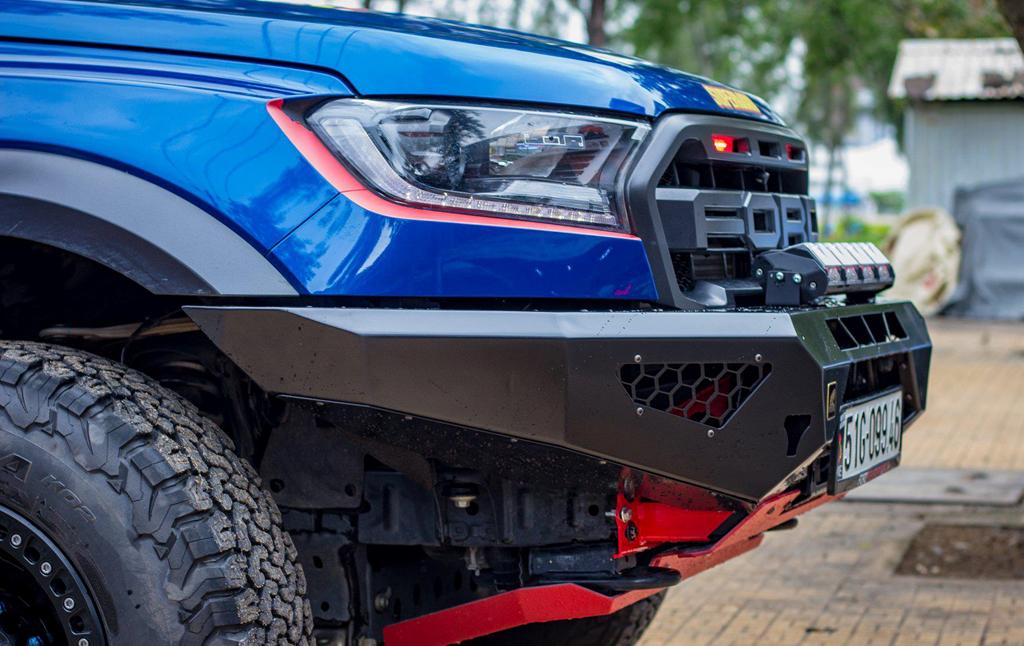 Ford Raptor chưa đủ ngầu, chủ xe chi trăm triệu độ lại nhan sắc - Hình 6