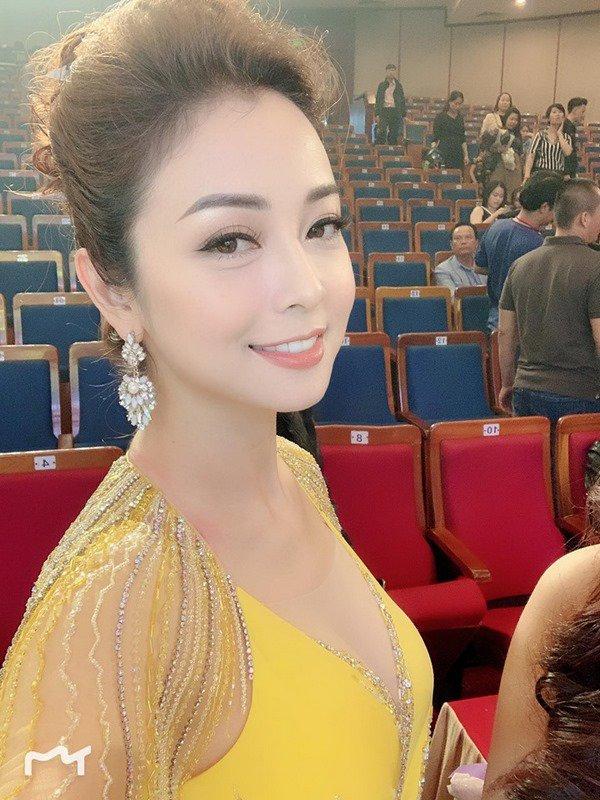 Vừa công khai có bầu lần 4, Jennifer Phạm đã xuất hiện đầy khác lạ khiến fan ngỡ ngàng - Hình 7