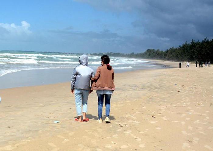 4 người đuối nước ở Bình Thuận: Thương tâm vợ thoát nạn ngóng chồng - Hình 1