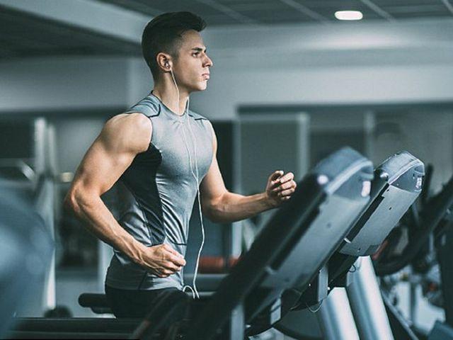 Ai có nguy cơ đột quỵ khi tập gym? - Hình 1