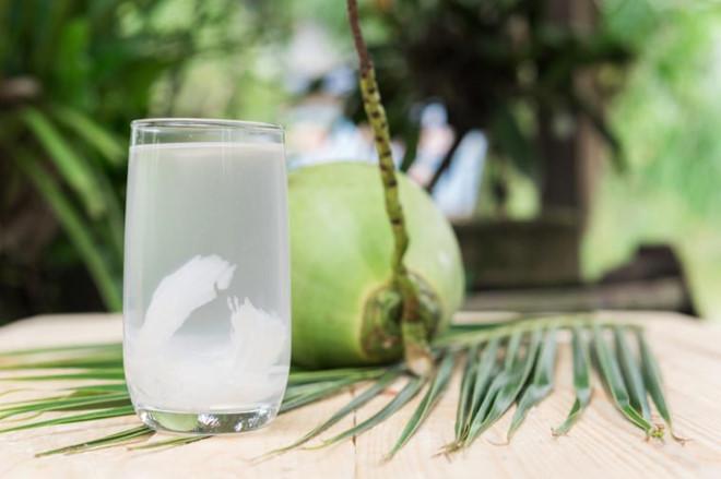 Uống nhiều nước dừa có bị chậm kinh? - Hình 1