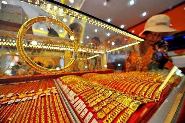 Giá vàng 12/8: Vừa tăng sốc, giá vàng đã quay đầu giảm 400 nghìn đồng/lượng - Hình 1