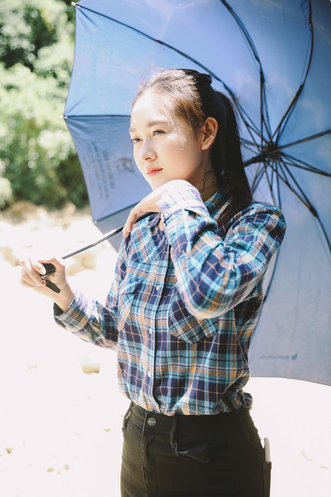 Hoa hậu Thuỳ Linh, Á hậu Kiều Loan, Tường San giản dị vượt đường sạt lỡ đến thăm người dân vùng lũ - Hình 11