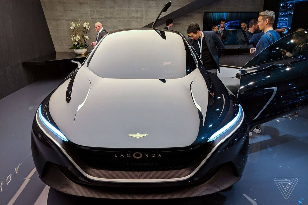 Aston Martin chuẩn bị trình làng mẫu SUV đầu tiên mang tên Lagonda All-Terrain - Hình 1