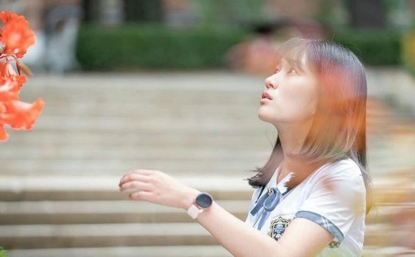 Kim Hye Yoon hồn nhiên và xinh đẹp trong hình ảnh đầu tiên của bộ phim July Found By Chance - Hình 3