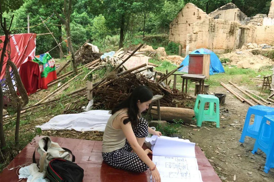 Nữ biên tập viên từ bỏ công việc và ngôi nhà trong thành phố, cùng chồng và bố mẹ sống cuộc đời an nhàn trong ngôi nhà vườn ở ngoại ô - Hình 10