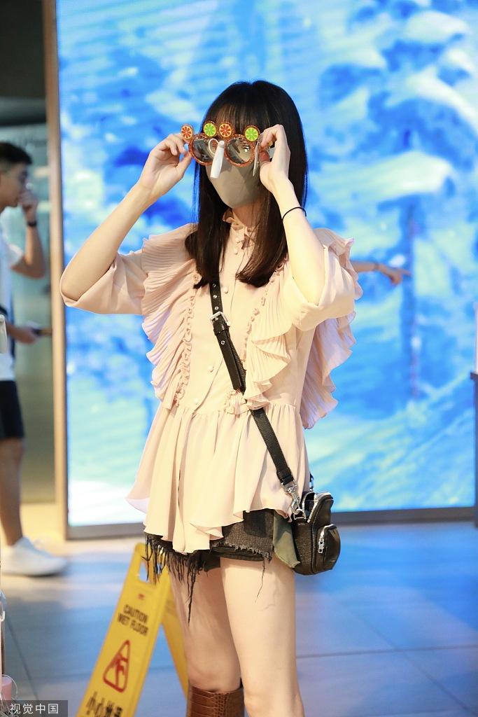 Trịnh Sảng xuất hiện điệu đà, bất chấp 'thời trang phang thời tiết' khiến dân mạng dậy sóng - Hình 7
