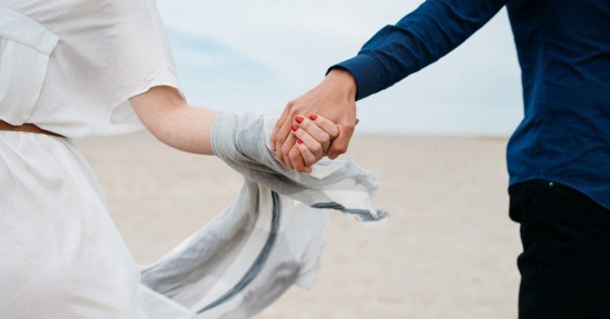 Yêu chính là không phân định đúng sai, đừng vì thắng lý lẽ nhưng lại thua đi một cuộc tình - Hình 1