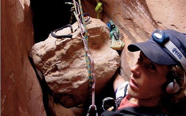 127 giờ sinh tử: Câu chuyện của nhà leo núi trẻ phải uống nước tiểu và cắt lìa cánh tay để tự giải thoát mình khỏi cái chết trong đau đớn và cô độc - Hình 5