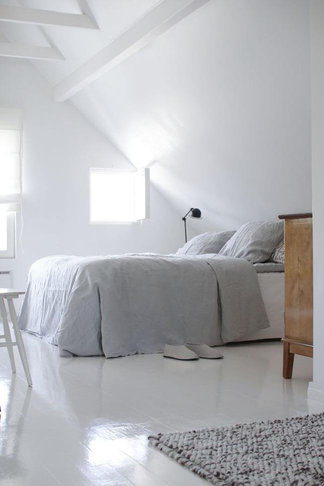 2 cách thiết kế thông minh và hữu ích cho không gian phòng ngủ gác mái - Hình 9
