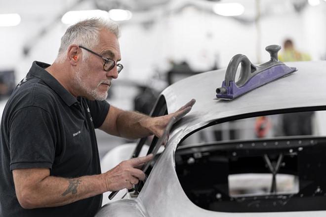 Siêu xe đắt nhất lịch sử Aston Martin bắt đầu được sản xuất - Hình 1