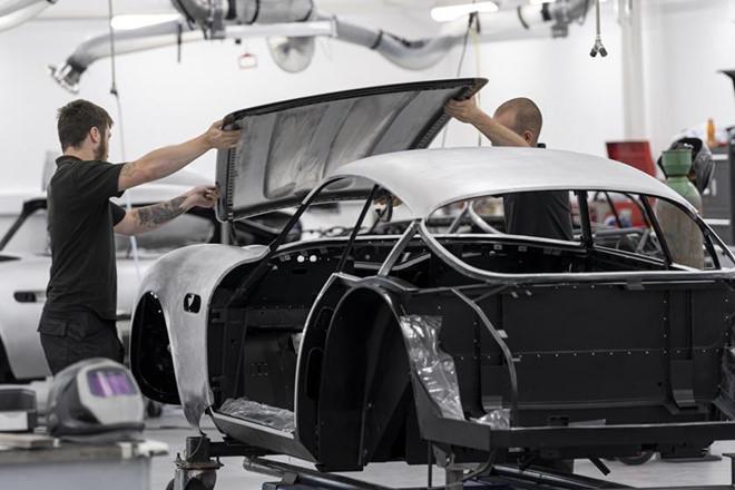Siêu xe đắt nhất lịch sử Aston Martin bắt đầu được sản xuất - Hình 2