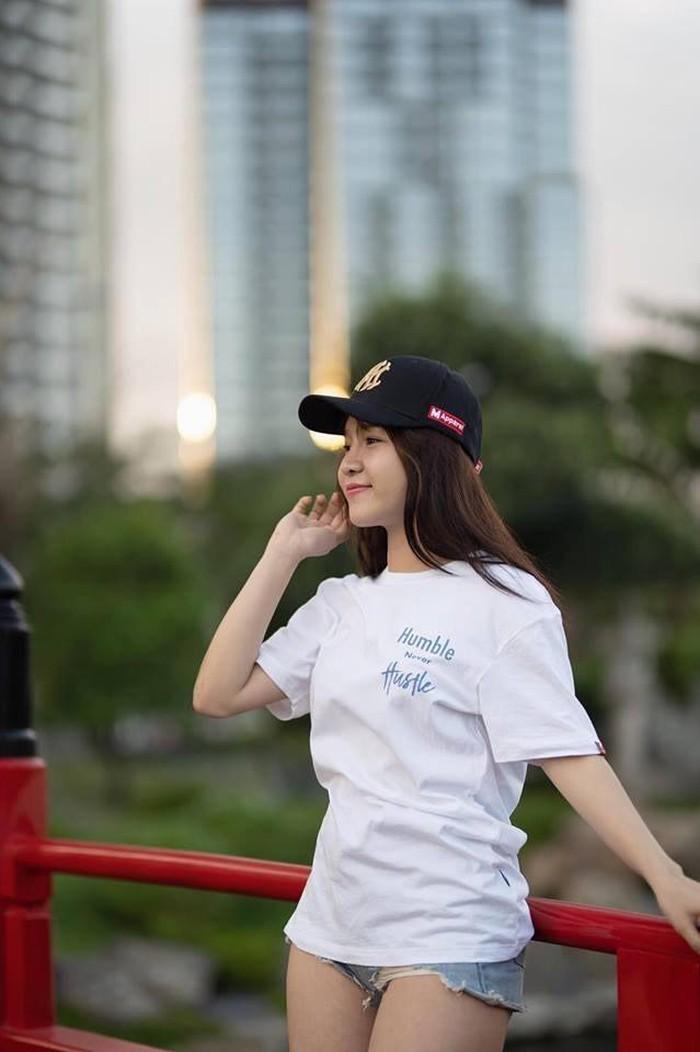 Bạn gái Đặng Văn Lâm khoe ảnh chăm sóc em gái người yêu - Hình 5