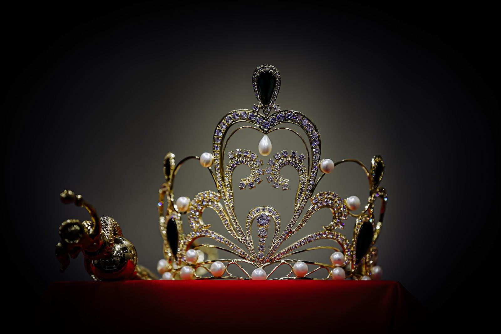 Cận cảnh vương miện 2 tỷ làm từ 2000 viên pha lê của cuộc thi Hoa hậu Tiểu Vy làm giám khảo - Hình 4