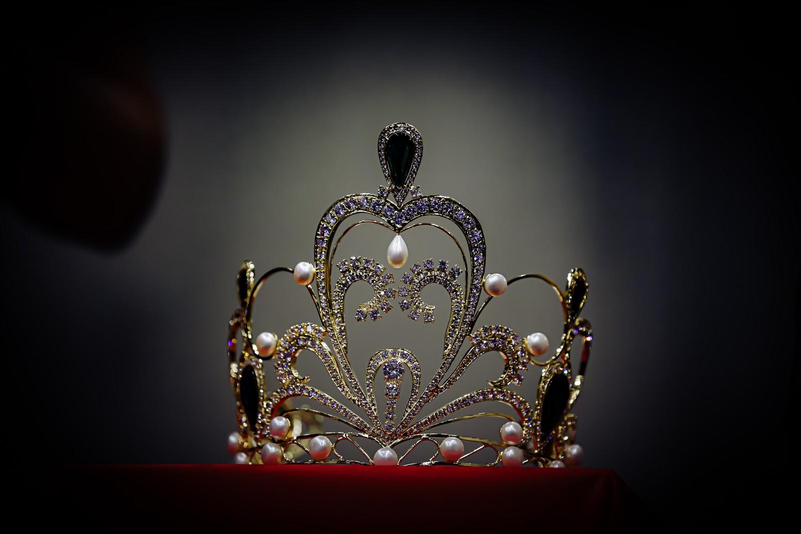 Cận cảnh vương miện 2 tỷ làm từ 2000 viên pha lê của cuộc thi Hoa hậu Tiểu Vy làm giám khảo - Hình 3