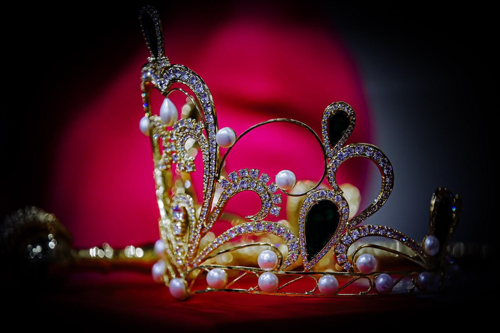 Cận cảnh vương miện 2 tỷ làm từ 2000 viên pha lê của cuộc thi Hoa hậu Tiểu Vy làm giám khảo - Hình 9