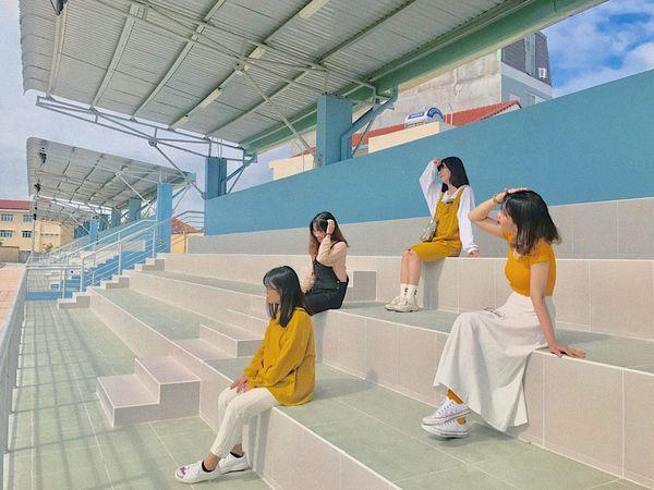 Chào đón tân sinh viên nhập học, các đàn chị ĐH Ngân Hàng dành trọn tâm huyết giới thiệu những góc sống ảo xịn sò khiến nhiều người mê mẩn - Hình 1