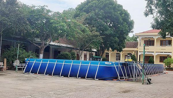 Cháu bé 4 tuổi tử vong trong bể bơi trường gần nhà - Hình 1