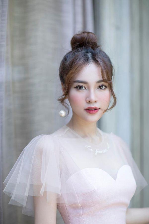 Chưa được Đông Nhi hoàn thành tâm nguyện, Ninh Dương Lan Ngọc quay luôn MV cover Anh ơi ở lại (Chi Pu) cạnh... hồ sen - Hình 4