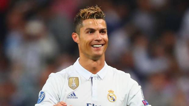 Cười sái hàm với bức ảnh thời trẻ trâu của Ronaldo: Hóa ra, idol của chúng ta đã có bước dậy thì cực kỳ thành công - Hình 7