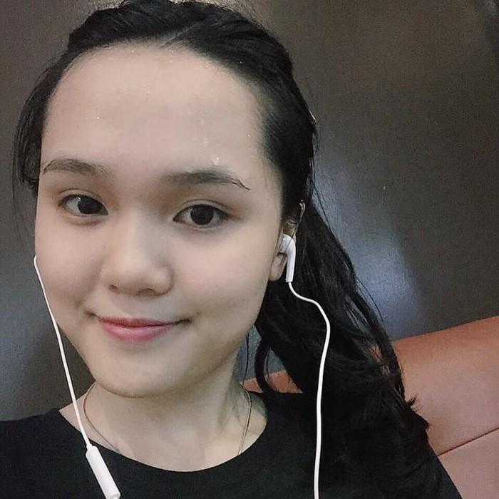 Để mặt mộc, hội bạn gái cầu thủ Việt khiến dân tình 'hết hồn' vì khác lạ - Hình 5