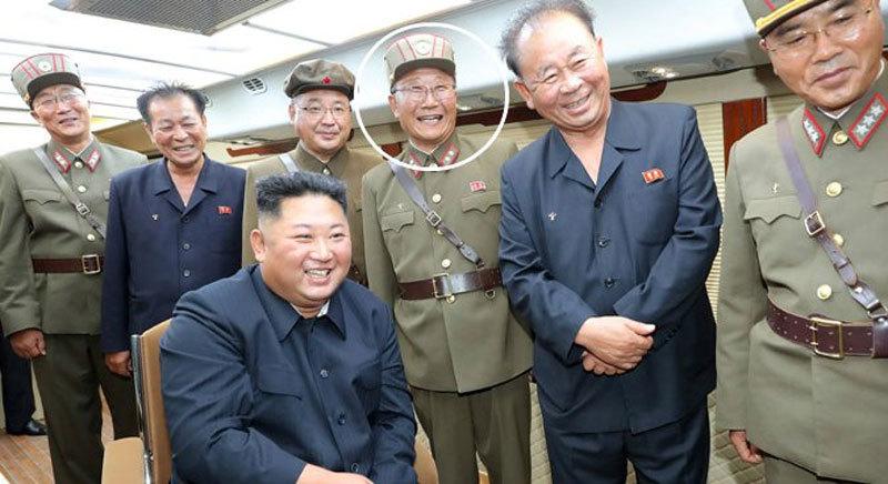 Kim Jong Un phong quân hàm cho hàng trăm nhà khoa học - Hình 1