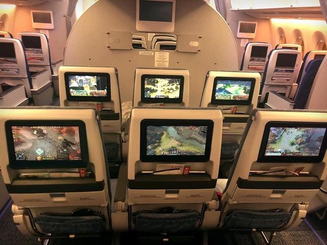 DOTA 2: Choáng với độ chịu chơi của người Trung Quốc, quảng cáo TI9 trên cả máy bay, tàu điện ngầm - Hình 1