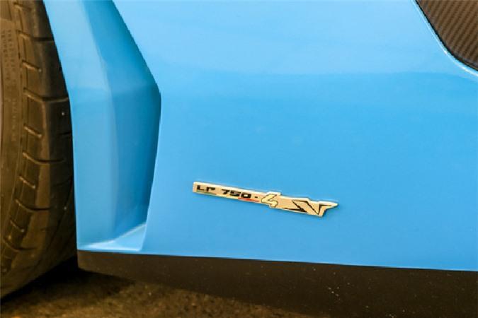 Ngắm siêu xe Lamborghini Aventador SV hơn 30 tỷ trên phố Sài Gòn - Hình 5