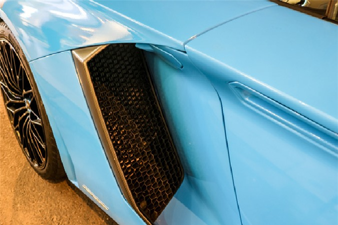 Ngắm siêu xe Lamborghini Aventador SV hơn 30 tỷ trên phố Sài Gòn - Hình 7