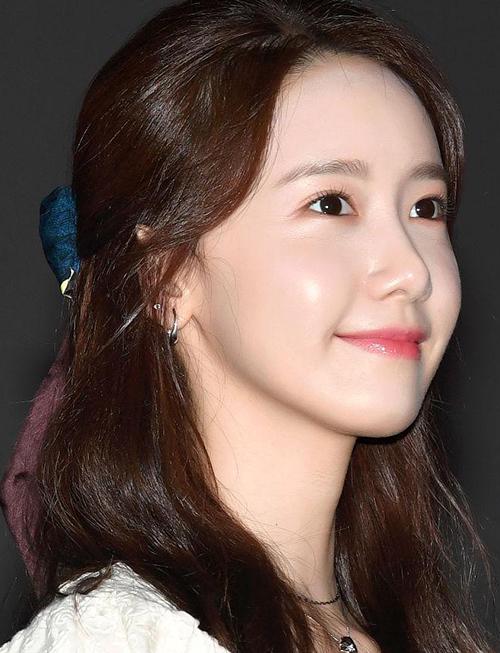 Yoona gây sốt với làn da căng bóng soi gương được - Hình 2