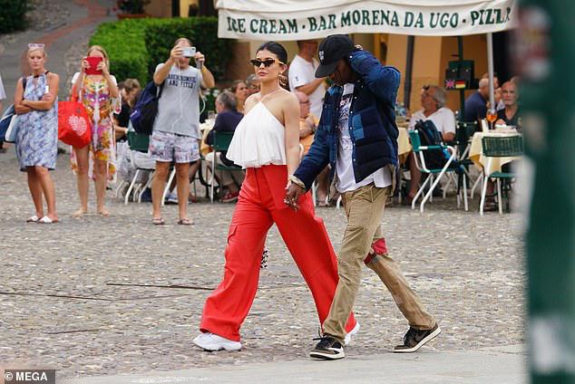 Kylie Jenner lộ thân hình phát tướng, sành điệu ra phố cùng bạn trai - Hình 3
