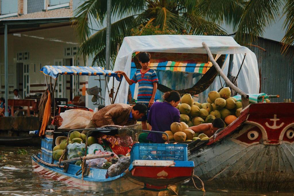 Lênh đênh khắp miền Tây sông nước ở những khu chợ nổi bình dị - Hình 2
