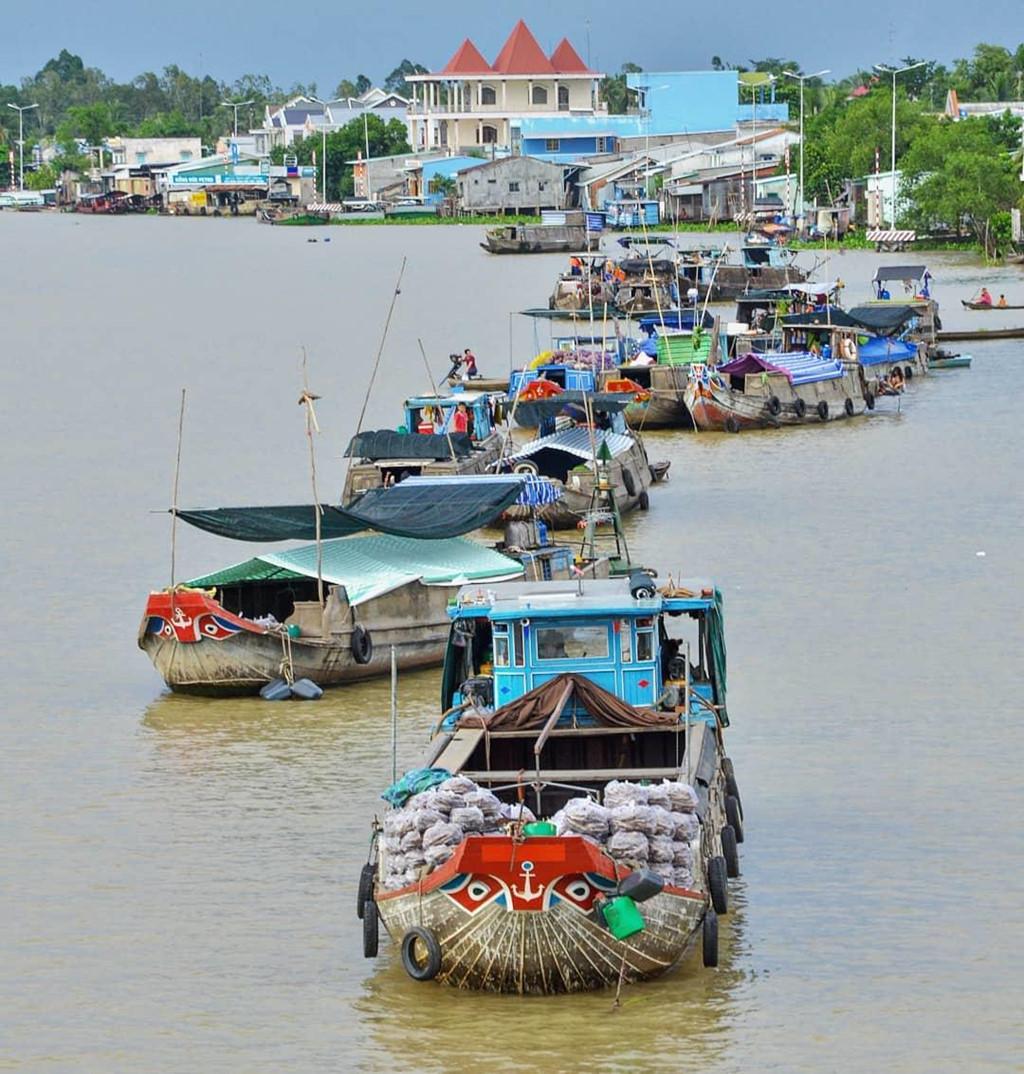 Lênh đênh khắp miền Tây sông nước ở những khu chợ nổi bình dị - Hình 10