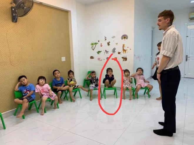 Loạt hành động không giống ai trong lớp học của các bé mầm non khiến dân mạng cười bể bụng - Hình 6
