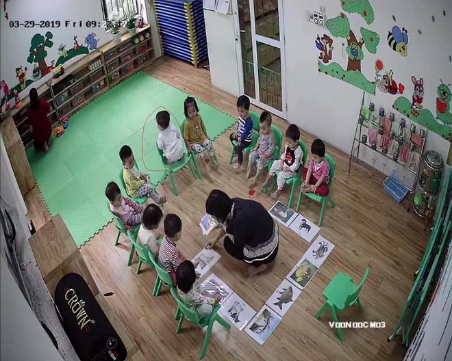 Loạt hành động không giống ai trong lớp học của các bé mầm non khiến dân mạng cười bể bụng - Hình 7