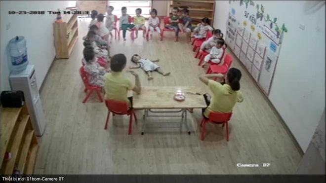 Loạt hành động không giống ai trong lớp học của các bé mầm non khiến dân mạng cười bể bụng - Hình 4