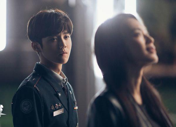 Lộc Hàm bị chỉ trích khi vào vai quân nhân lại để tóc như đi thi idol trong Pháo đài Thượng Hải - Hình 1