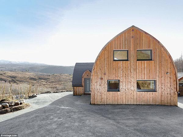 Ngôi nhà từ 500 bó rơm gây choáng ngợp bởi thiết kế độc đáo - Hình 4