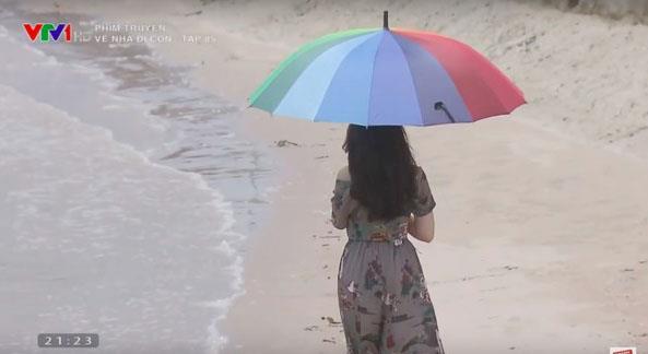 Những lần chém gió làm lố về vai diễn 3 giây của loạt người đẹp Việt - Hình 1
