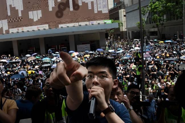 Trung Quốc chính thức cáo buộc Mỹ giật dây kích động tại Hồng Kông - Hình 1