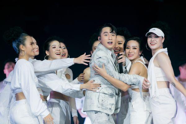 1001 khoảnh khắc của Sơn Tùng M-TP tại Sky Tour 2019: Chàng trai ấy chưa từng khiến fan thất vọng khi trót lỡ thần tượng - Hình 29
