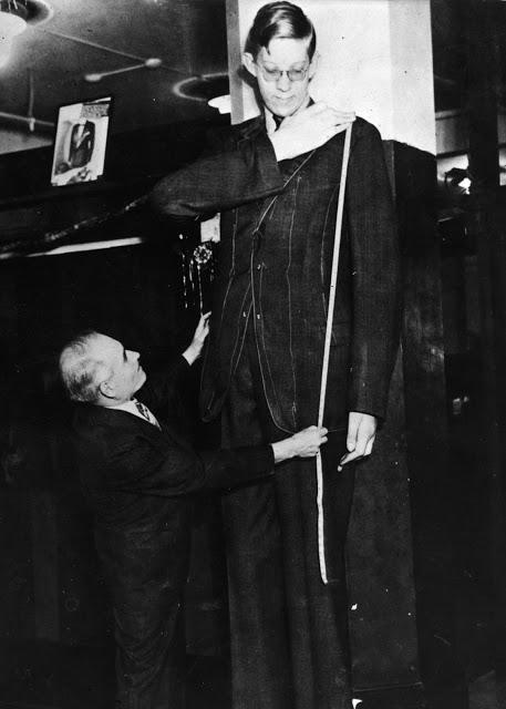 Ảnh hiếm về cuộc sống thường ngày của người đàn ông cao nhất lịch sử - Hình 6